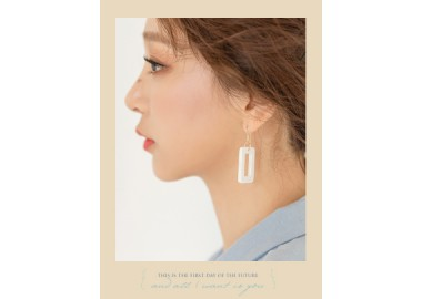 Abril Earring